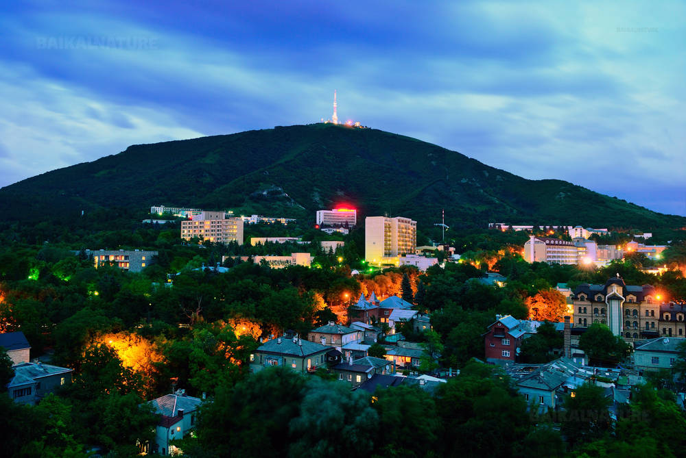 Вид на вечерний город. Пятигорск.