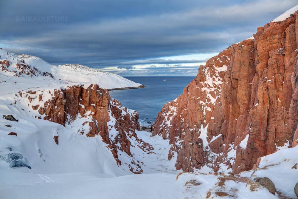 Север России, Кольский полуостров, вид на Баренцево море, Северно-Ледовитого океана. Мурманская область.