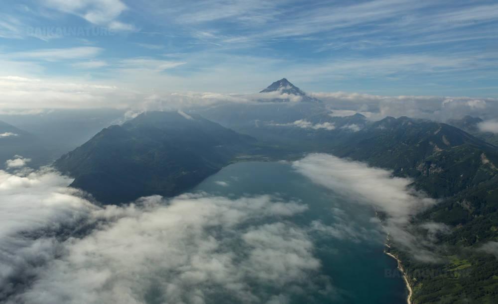 Авачинскую бухту и Вилючинский вулкан. Южно-Камчатский Природный Парк.