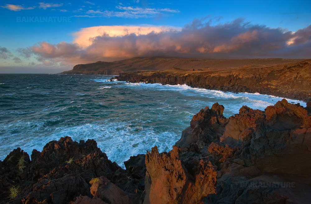 Лава на побережье острова Итуруп, плато Янкито.