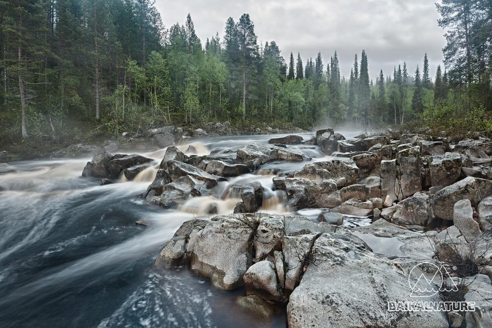 Таежная речка на севере России.