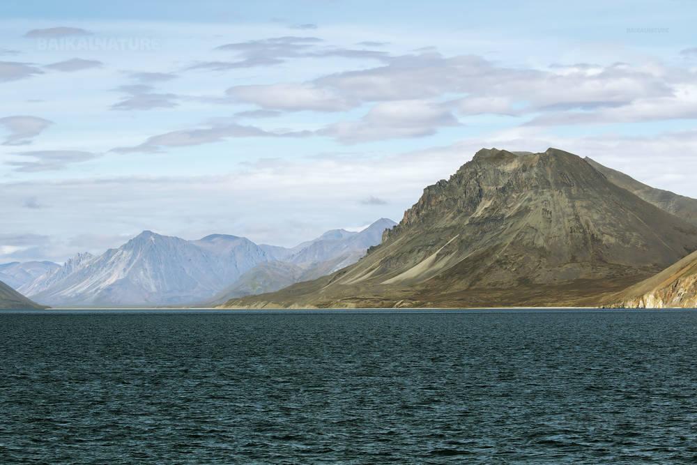 Горы у моря. Чукотка.