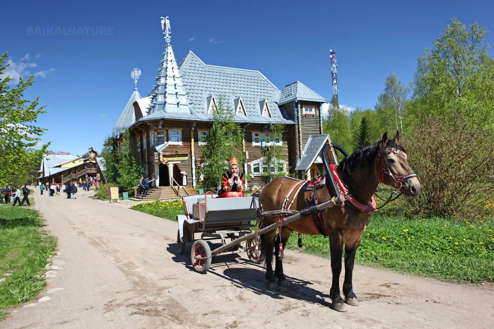 Verkhnie Mandrogi Village