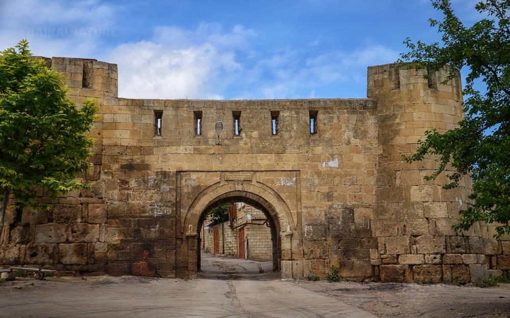 Ворота Баят-Капы в Дербенте. Дагестан.