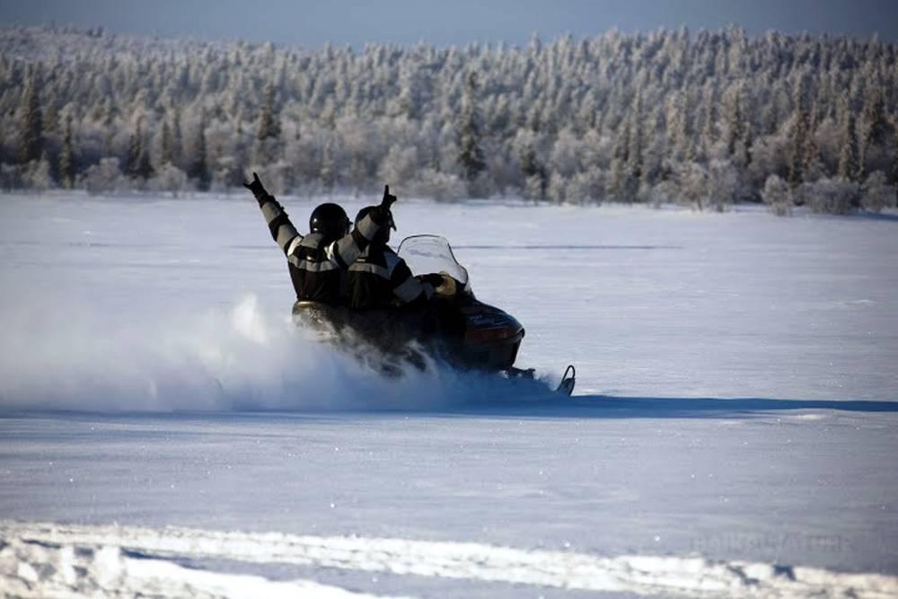Snowmobiling on the Kola peninsula