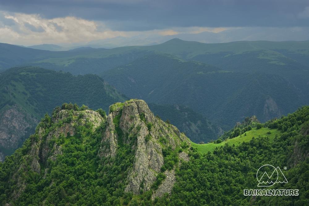 Горы Кавказа летом.